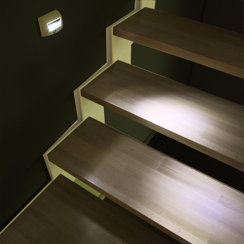 Led per scale interne cheap faretti incasso scale ispirazione di design per la casa e mobili - Luci per scale ...